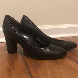 💵 Isola Black Heels 3 1/2 inch Business 9 1/2